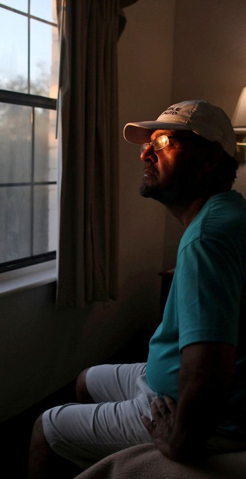 Image: The Wider Image: Displaced Puerto Ricans seek refuge in Florida