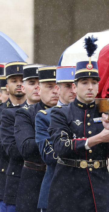 Image: French Republican Guards and cadets from the joint-army military school carry the coffin