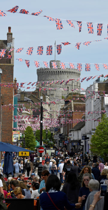 Image: Union Flag bunting adorns the street in front of Windsor Castle, ahead of the wedding between Britain?EUR(TM)s Prince Harry and Meghan Markle, in Windsor