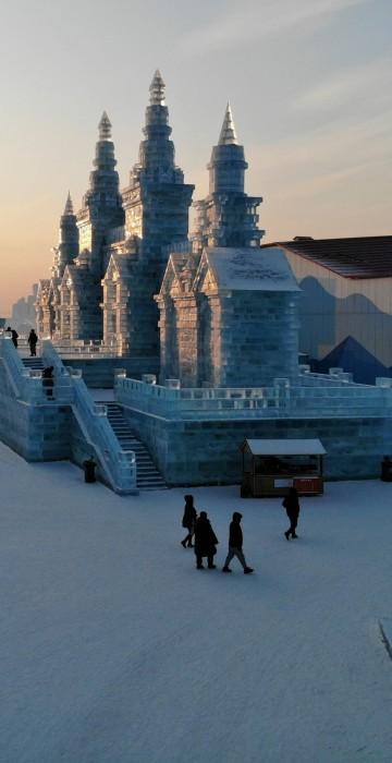 Image: TOPSHOT-CHINA-LEISURE-SNOW-ICE