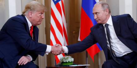 Image: Trump and Putin shake hands in Helsinki