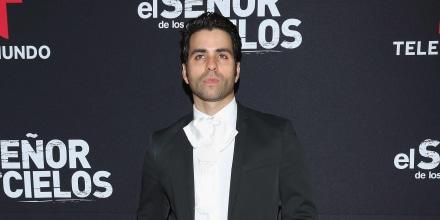 Alan Slim en la alfombra roja de 'El Señor de los Cielos' en México