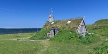 Los edificios nórdicos reconstruidos en L'Anse aux Meadows se basan en excavaciones realizadas en el yacimiento arqueológico. Este edificio podría haber sido una iglesia.