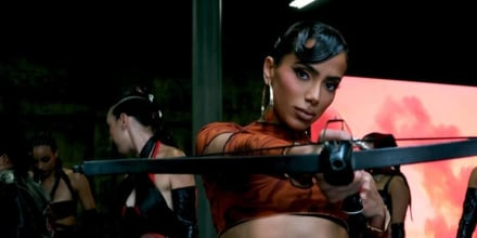 Anitta en el video 'Faking Love'