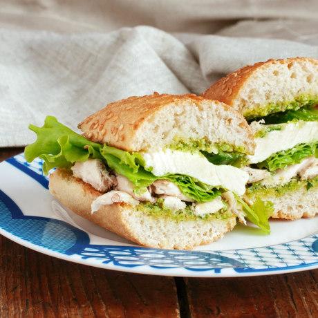 Sandwich with pesto, chicken and mozzarella cheese