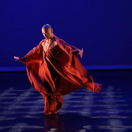 Kun-Yang Lin in Mandala Project choreography by Kun-Yang Lin.