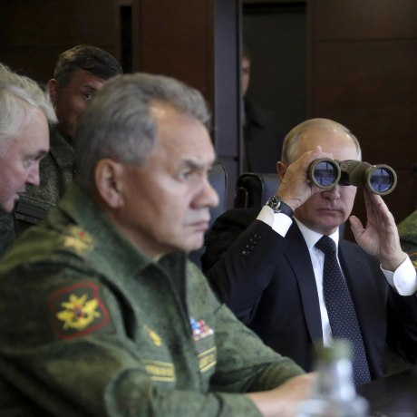 Image: Russian President Putin watches the Zapad-2017 war games at a military training ground in the Leningrad region
