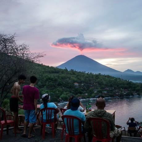 Image: Tourists watch as Mount Agung spews ash in Karangasem