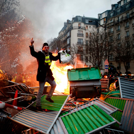 """Image: """"Yellow vest"""" protester"""