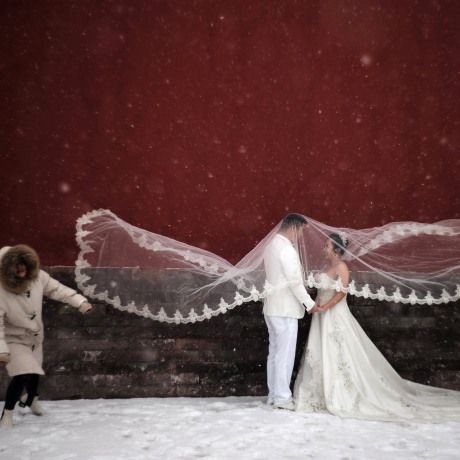 Image: Couple poses for a wedding photo shoot amid snowfall at the Imperial Ancestral Temple in Beijing
