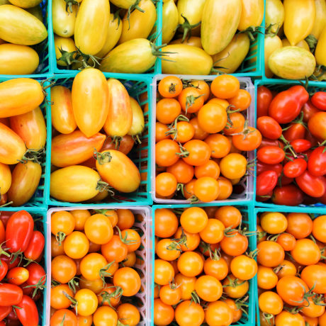 Photo of tomatoes at farmers market.