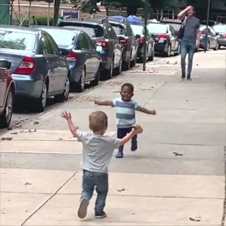 Toddlers run to hug on the street