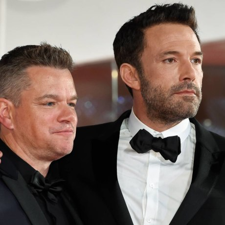 Ben Affleck y Matt Damon en la alfombra roja de Venecia 2021.