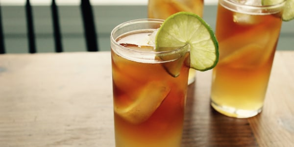 Make a Dark & Stormy cocktail the right way