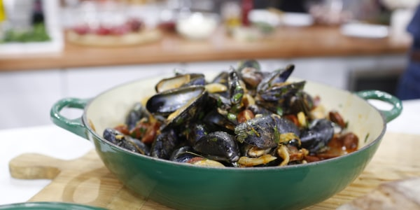 Tom Colicchio's Steamed Mussels with Chorizo