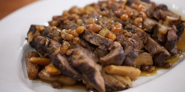 Braised Short Ribs with Vegetables and Golden Raisins
