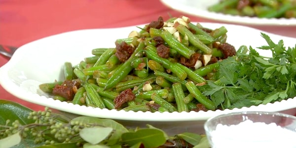 Crisp Green Beans with Sun-Dried Tomatoes