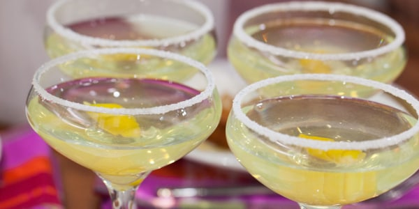Sparkling Limoncello Cocktail (The Albertini Cocktail)