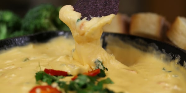 Easy Cheese Dip (Queso Dip)