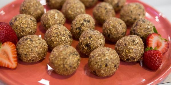 No-Bake Strawberry Chocolate Chip Cookie Balls