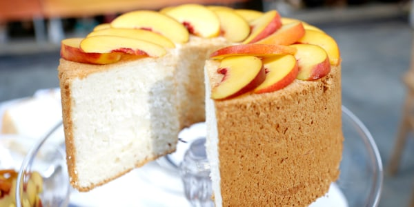 Angel Food Cake with Peaches and Cream