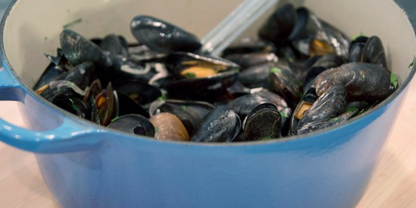 Mussels with White Wine and Shallots