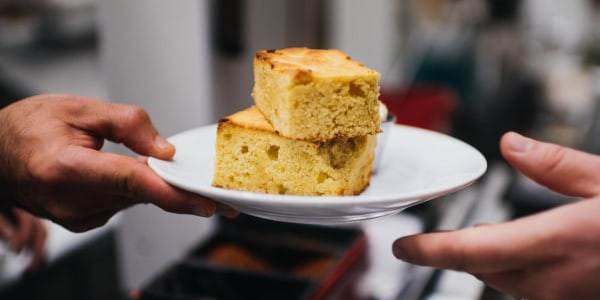 Sweet Cornbread with Honey