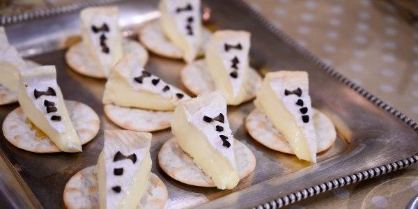 Easy Tuxedo Brie Cheese Bites