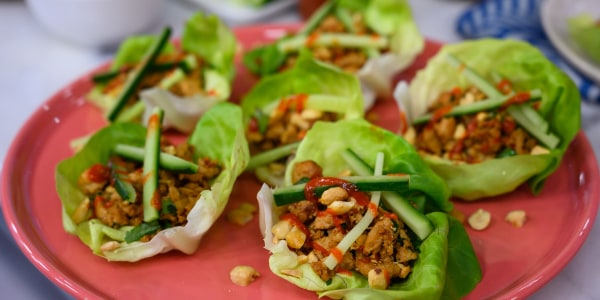 Siri Daly's Chicken Lettuce Wraps