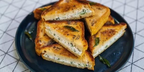 Dahi Toast with Cilantro Chutney