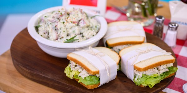 Lemon Chicken Salad Sandwiches