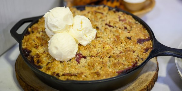 Cast-Iron Peach and Strawberry Crumble