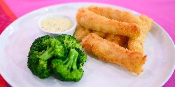 Fish 'Fingers' with Broccoli and Tartar Sauce
