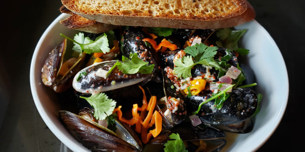 Mussels with Beer and Sofrito