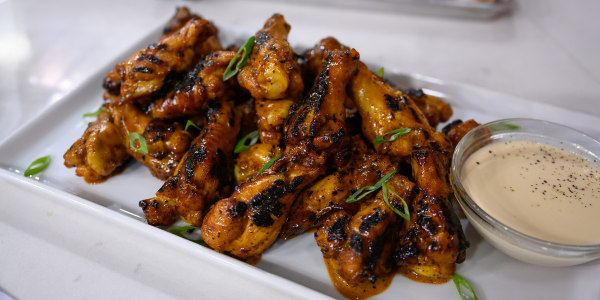 Grilled Chicken Wings with Alabama White Sauce