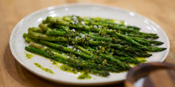 Quick-Roasted Asparagus with Pistachio Pesto