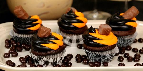 Sandra Lee's Hot Chocolate Candy Bar Cupcakes