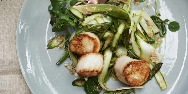 Gwyneth Paltrow's Scallops with Watercress and Asparagus