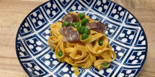 Tagliatelle with Prosciutto, Peas and Cream