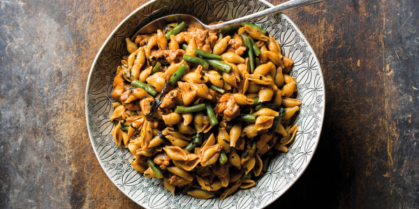 Harissa-Spiced Pasta with Chicken with Green Beans
