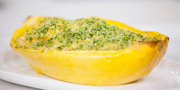 Low-Calorie Spaghetti Squash Pasta with Broccoli Breadcrumbs