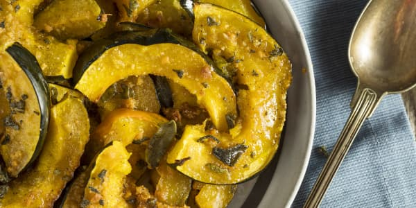 Roasted Acorn Squash with Maple Syrup and Cinnamon