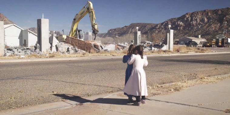 Warren Jeffs' polygamous sect in 'sacred land' standoff