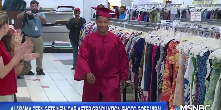 Alabama teen gets surprise graduation ceremony