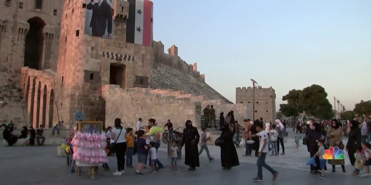 Thousands of Syrians return to war-torn city of Aleppo