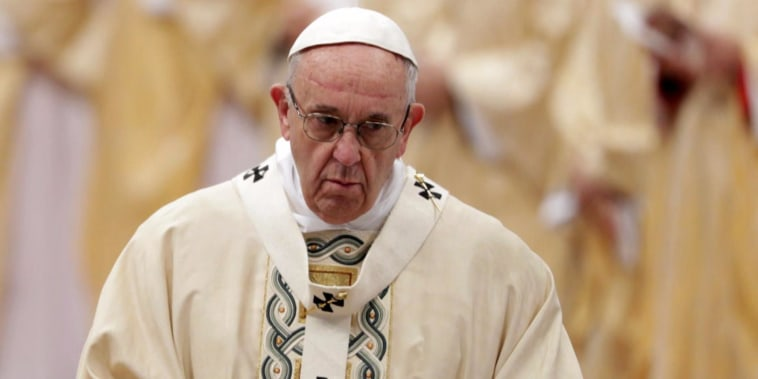 Pope Francis issues letter condemning abuse and cover-up