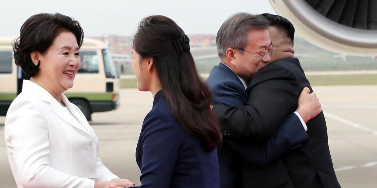 Hugs, praise and high expectations as Korean leaders meet in Pyongyang