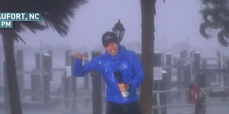 Hurricane Florence starts to hit Carolina coast