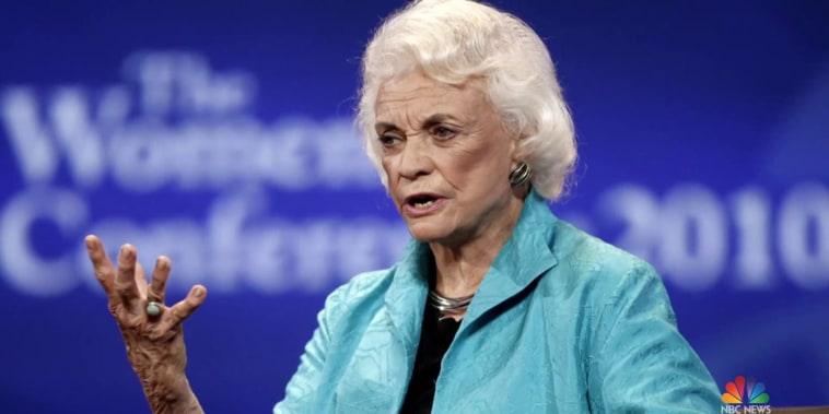 Sandra Day O'Connor announces probable Alzheimer's diagnosis