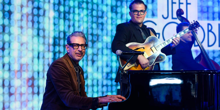 Jeff Goldblum performs live music on TODAY